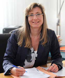 Dr.* Michaela Weiß